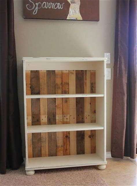 diy remodeled pallet bookshelves 101 pallets