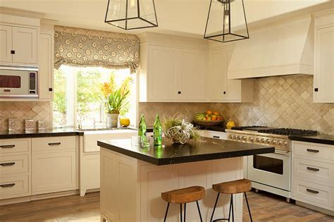 kitchen backsplash ideas with cream cabinets cream shaker cabinets design ideas