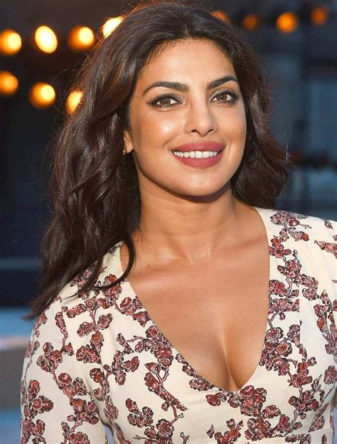 priyanka chopra fashion video priyanka chopra new york fashion week brooklyn bridge