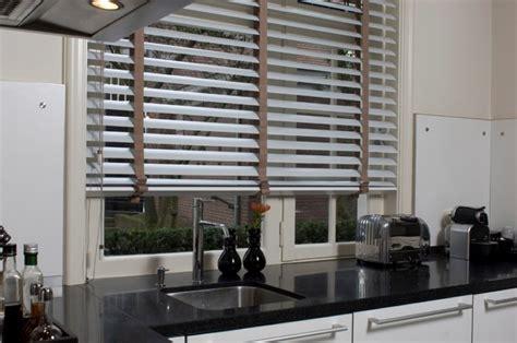 aluminium jaloezieen 90 cm breed houten jaloezie 235 n kozijnen zonwering hastbo