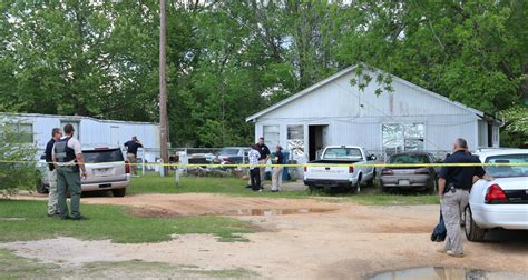 Escambia County Warrant Search Federal State Agencies Execute Search Warrant In State Line Shooting
