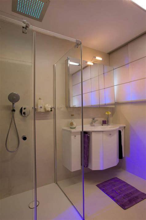 badezimmer fliesen fugenlos gaeste bad mit licht dusche und dazu noch als ein