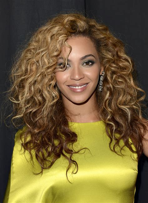 beyonces video hairstyles how to get beyonces hair beyonce hair through the years we rank 30 of her most