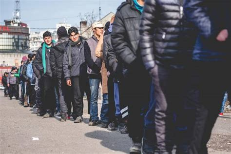 permesso di soggiorno 5 anni migranti europarlamento introdurre permesso soggiorno 5