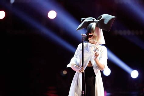 Sia Performs Chandelier Sia This Is Acting Review