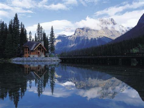 Formidable Petite Maison De Jardin #5: abri-de-jardin-chalet-en-bois-montagne-lac.jpg