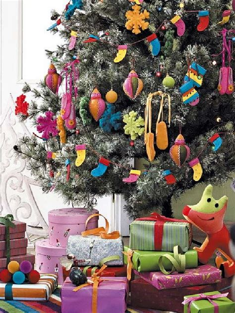 how to decorate christmas tree with more ornament and toys