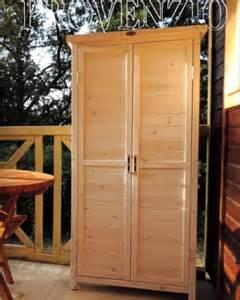 mobili per esterni in legno armadio in legno per esterno l armadio fuori