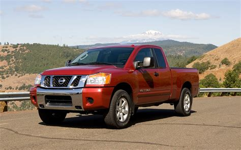 pre owned nissan titan pre owned 2004 2010 nissan titan photo image gallery