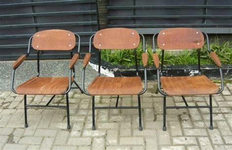 Kursi Duduk Besi antikpraveda kursi taman rangka pipa besi tempat duduk kayu jati