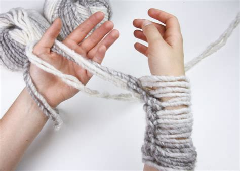 arm knitting scarf step by step learn to knit an infinity scarf in 20 minutes stockland