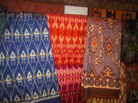 Topeng Khas Lombok Patung Cukli Khas Lombok klinong klinong berburu kain tenun khas lombok di kung sukarare