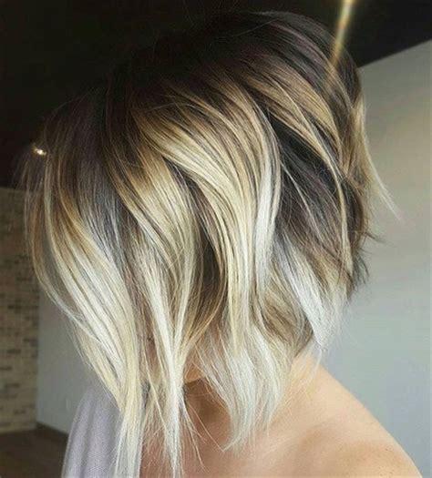 angled bob braune farbe mit blonde straehnen haareco