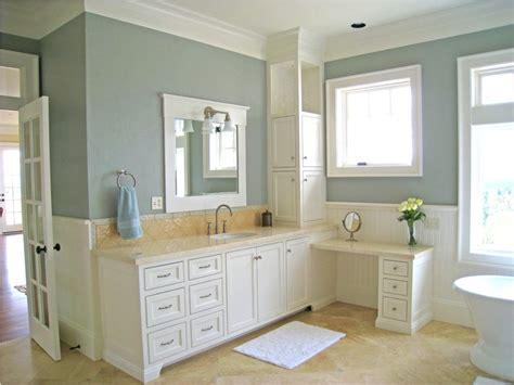 beige ceramif floor using light grey themed bathroom