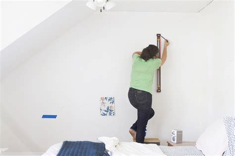How To Use A Plumb Line When Wallpapering by What Is A Plumb Line Wallpaper Gallery