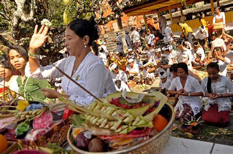 Gelas Puja Sembhayang Dewa Budha Fo jagatnatha temple denpasar 187 bali hello travel