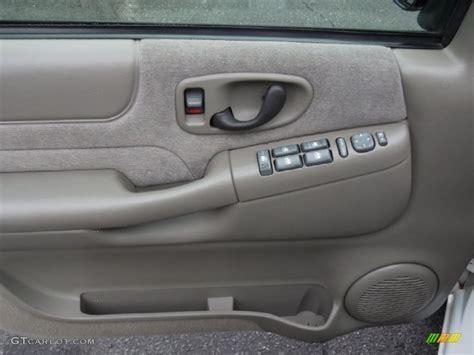 2000 Chevy Blazer Door Panel by 2001 Chevrolet Blazer Ls Door Panel Photos Gtcarlot