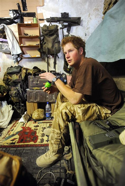 Seragam Mewah 029 prince harry was inches from during time serving in afghanistan ladbible