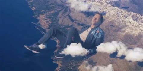 coldplay up and up mp3 coldplay lan 231 a clipe surrealista para up up vem