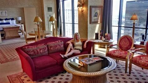 luxor one bedroom luxury suite in our 1 bedroom player premier suite at luxor towers