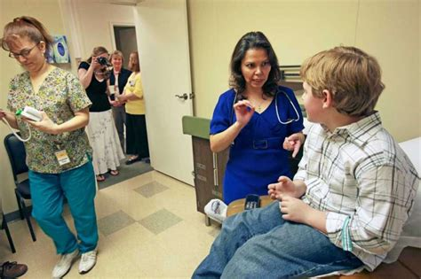 Doctor Offices Near Me by Second Clinic Opens For Uninsured San Antonio Express News