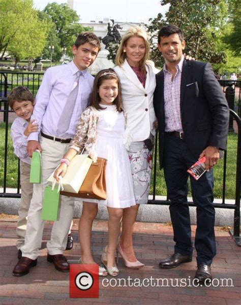 kelly ripa and family kelly ripa after a private tour of the white house 4