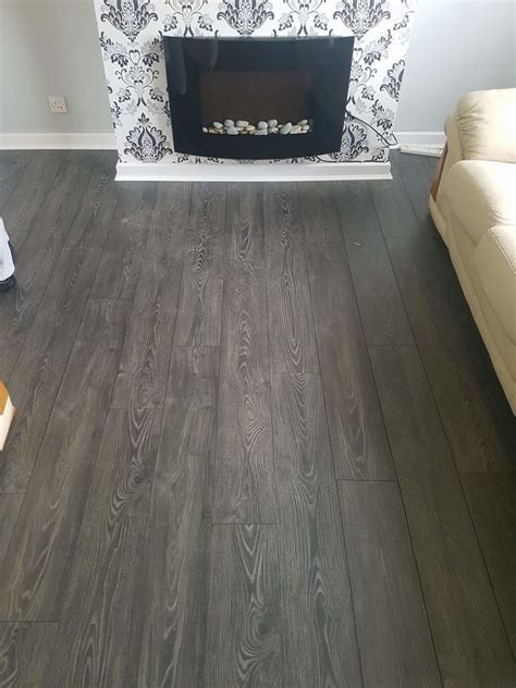 Rhys Jones Carpet & Vinyl: 100% Feedback, Carpet Fitter