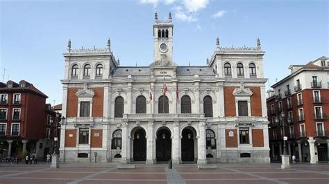 departamento de tributos peridicos del ayuntamiento de mil empleados municipales cobrar 237 an m 225 s que los cargos