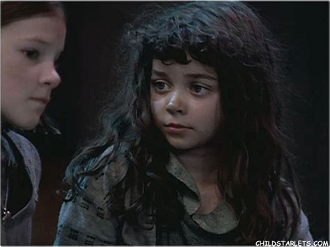sarah hyland as molly sarah hyland annie www imgkid the image kid has it