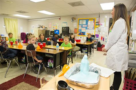 Ull Mba Curriculum by Elementary Education Majors Teach Second Graders About