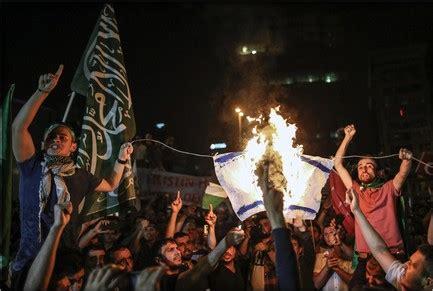 consolato israele istanbul turchia centinaia di manifestanti danno l