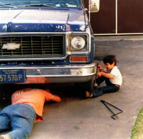 Kaos Dads Auto Shop elsucumbismo espacio creado para suavizar las grietas