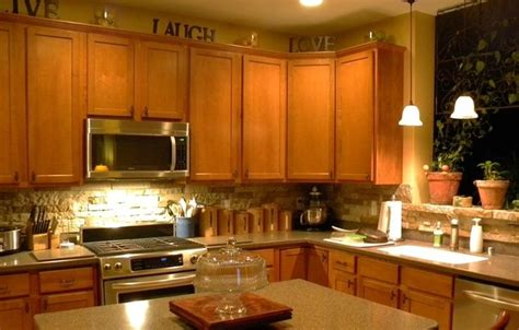 airstone tile plus cute decorating above the cabinets