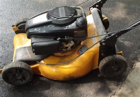 Garage Sale Lawn Mower by Lawn Mower In Downsizing123 S Garage Sale Oregon Il