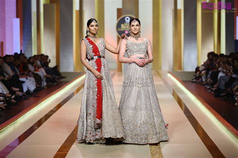 Dara Set By Ayesha qmobile hum bridal couture week 2017 day two fashion shows