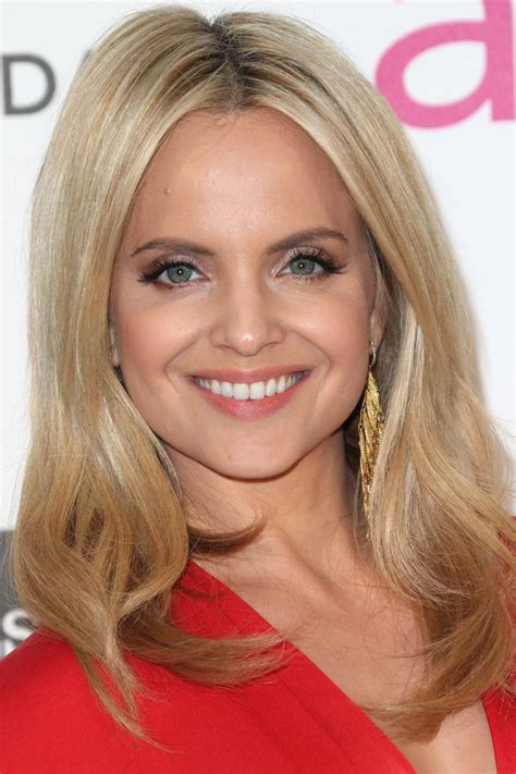 hairstyle for square face large forehead 20 hairstyles that flatter an oval face
