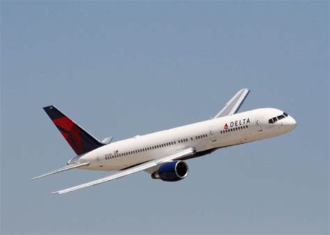 delta airlines wifi delta air lines to offer wi fi access on entire domestic fleet