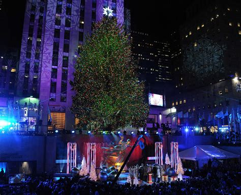 A Nation In Dire Need Of Christmas Time 2014 New York Tree Lighting