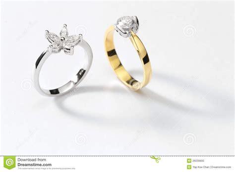 imagenes de anillos en oro blanco anillos de oro blanco foto de archivo imagen de