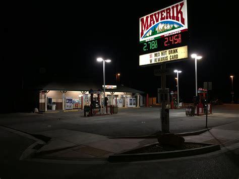 File:2015 03 31 01 56 43 Maverik gas station at night on Idaho Street (Interstate 80 Business