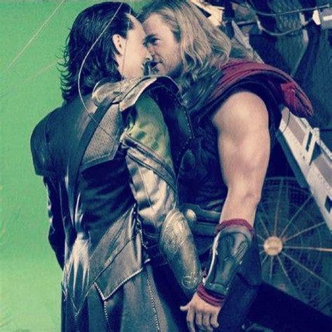 film thor kiss joss whedon thor chris hemsworth loki tom hiddleston