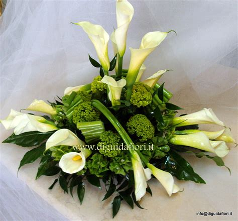 grossi fiori da giardino centrotavola floreale bianco e verde promessa di
