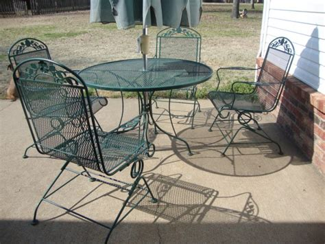 furniture wrought iron tables and chairs in black color
