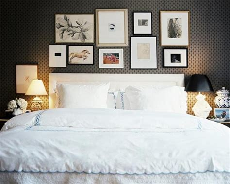 i like the picture collage above the bed pottery barn quadros danyela corr 234 a arquitetura e interiores