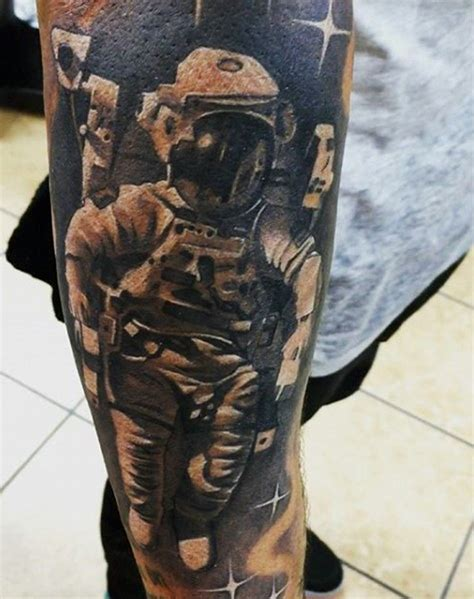 3d tattoo zahnräder 3d very realistic looking black and white astronaut tattoo