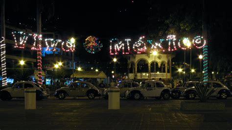 zocalo night file zocalo acapulco plaza alvarez at night jpg