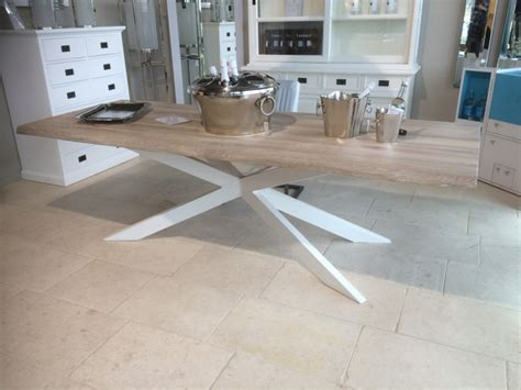 gestell in einem laden esstisch wei 223 aus eiche massiv tisch im industriedesign