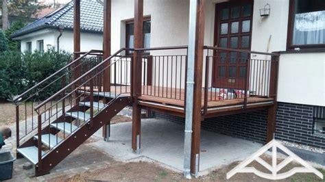 Veranda Mit Treppe by Erh 246 Hte Terrasse Aus Bangkirai Mit Holztreppe Und