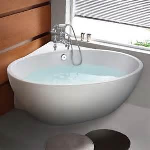 corner free standing tub