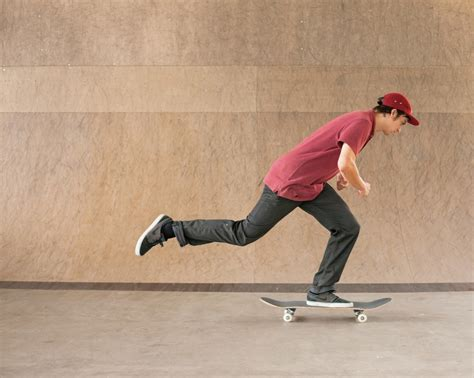 how to get comfortable on a skateboard skateboard basics stances pushing stopping and t
